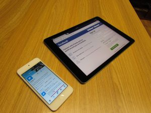Facebook and Twitter Apps on Devices